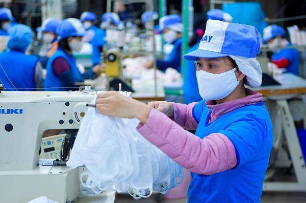 Việt Nam xuất khẩu hơn 415 triệu khẩu trang, thu về 63 triệu USD - Ảnh 1.