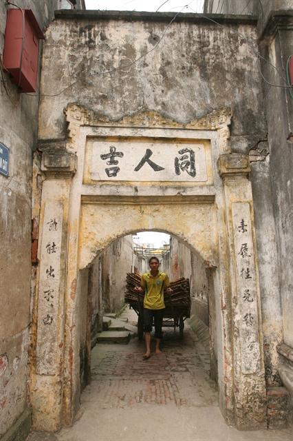 Вход в традиционный дом в деревне Кы Да.