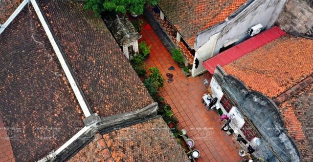 Вид с высоты птичьего полета на традиционные дома в деревне Кы Да. Фото: VNA/VNS