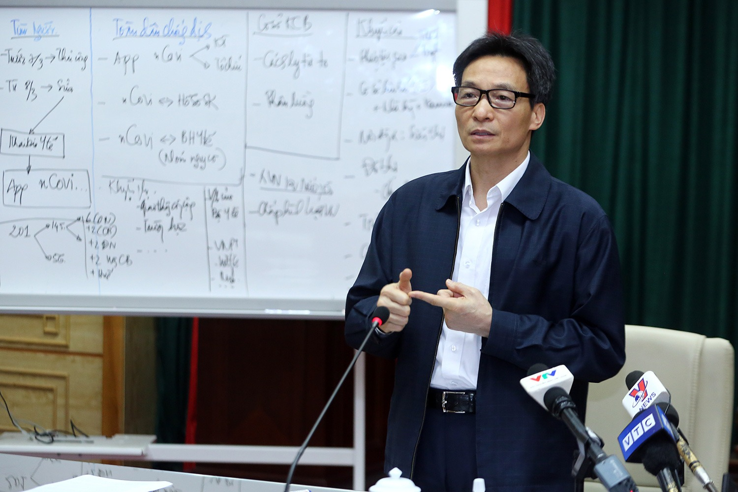 <em>Vietnamese Deputy Prime Minister Vu Duc Dam speaks at a meeting on COVID-19 fighting and prevention in Hanoi, March 8, 2020. Photo:</em> Vietnamese Government