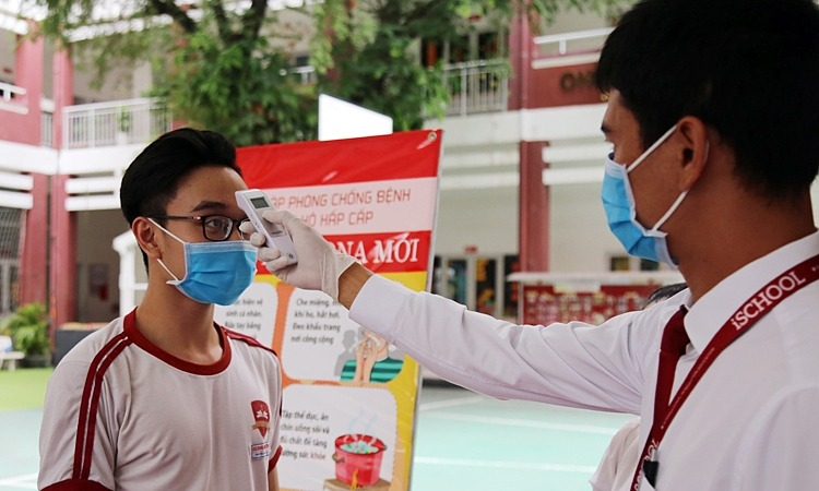 Hanoi, Saigon prolong school closure as coronavirus plays havoc