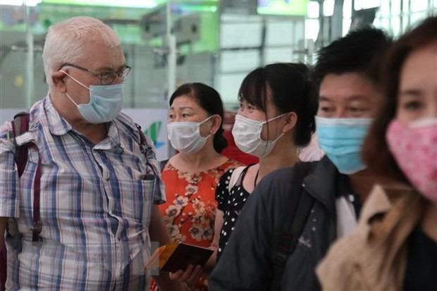 С 16 марта во Вьетнаме обязательно носить маски во всех общественных местах - ảnh 1